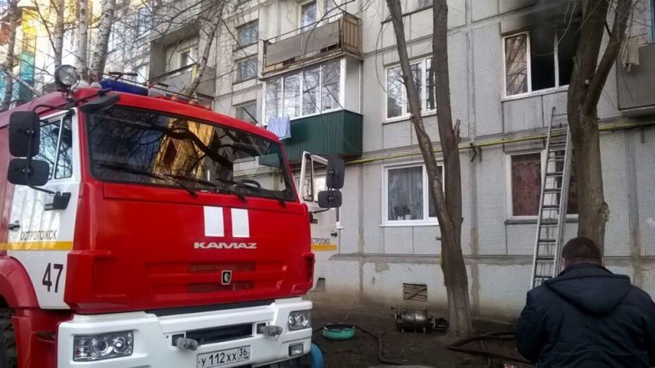Семья попала в больницу после пожара в воронежской квартире