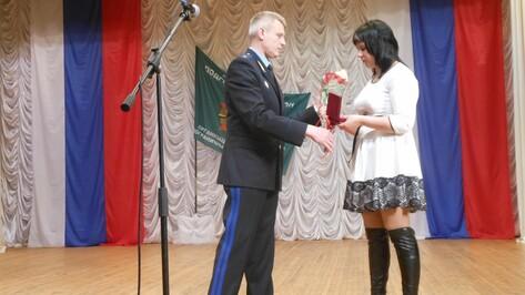 Вдове погибшего в Абхазии подгоренского пограничника вручили Орден Мужества