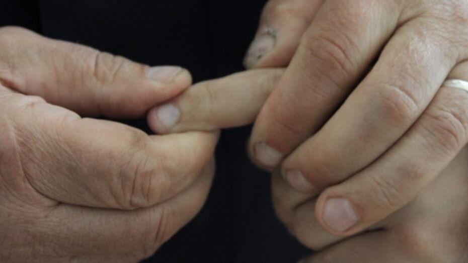 Воронежского массажиста подозревают в развратных действиях над малолетним мальчиком