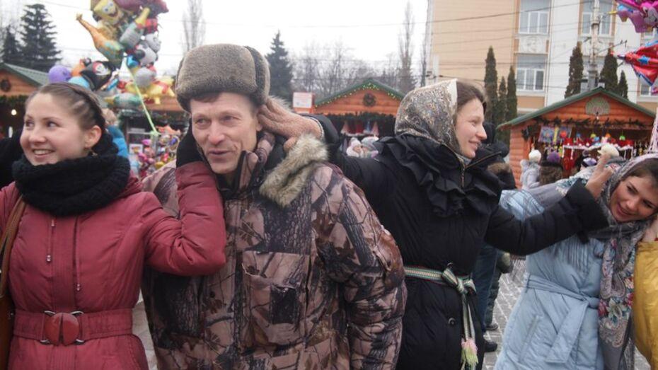 Воронежцы хватали соседей за уши во время хоровода