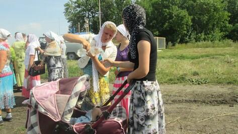В Панинском районе прошел крестный ход к святому источнику Красные Холмы
