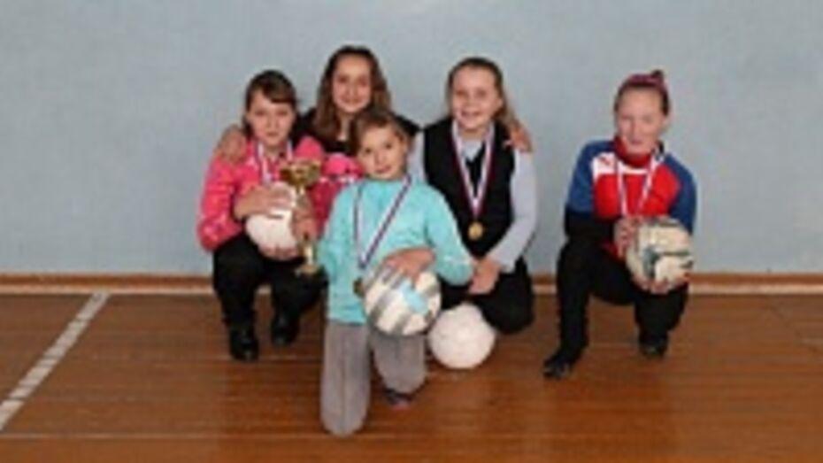 Верхнехавские футболистки победили на соревнованиях по мини-футболу среди школьников Центрального Черноземья