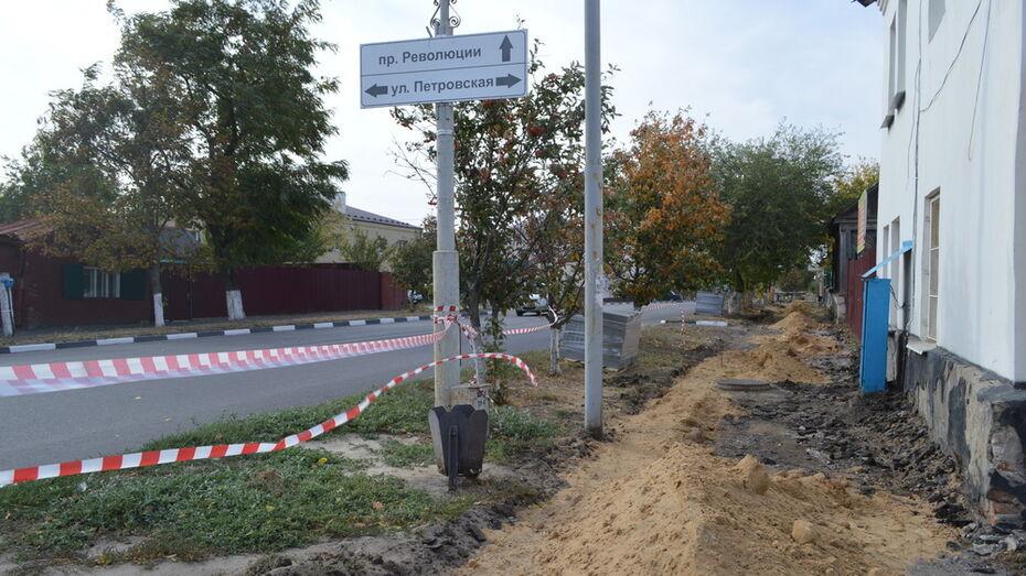 В Павловске в центре города появятся новые тротуары и освещение