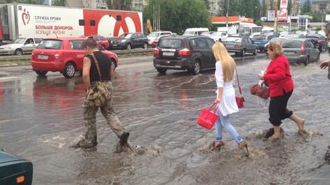 Сильный дождь вновь залил воронежские улицы