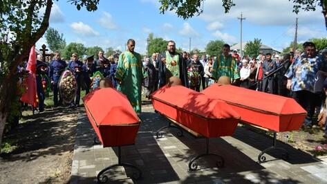В Острогожском селе Мастюгино перезахоронили останки 17 воинов