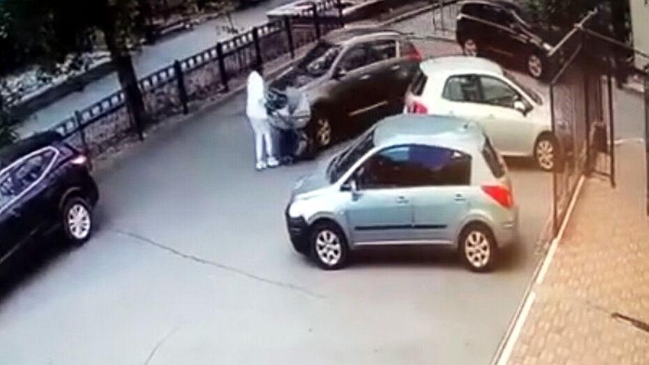 Сбившего детскую коляску воронежца на год лишили водительских прав