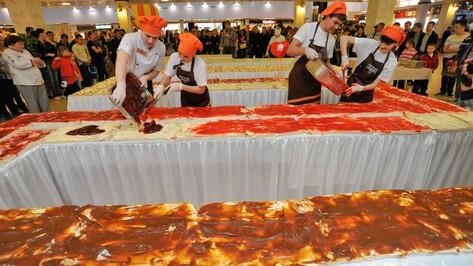 Сегодня в Воронеже приготовили самый большой бутерброд в России