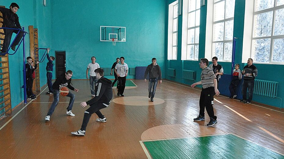 В сельской школе Эртильского района отремонтировали спортзал