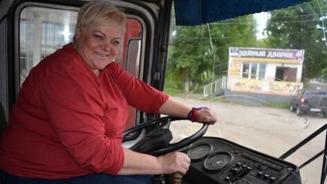 В нижнедевицкий автопарк приняли на работу женщину-водителя