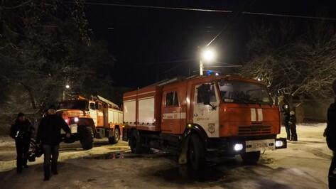 При пожаре в Воронеже на улице Артамонова получил ожоги мужчина