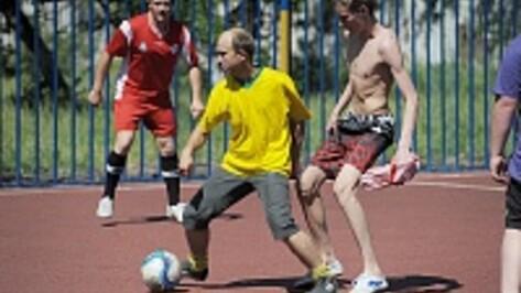 Воронежские сироты сыграли в футбол с американскими студентами