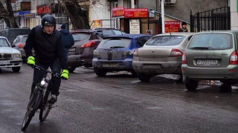 Топ-менеджер Игорь Титов ездит на работу на велосипеде и тратит зарплату на установку велопарковок