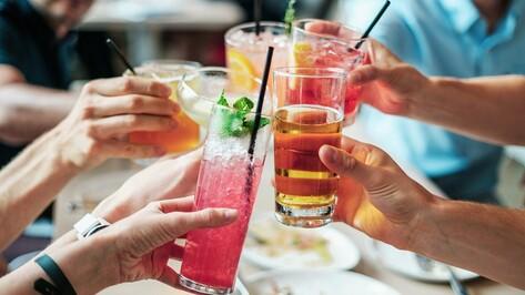 Общепит воронежского аэропорта поил пассажиров просроченными напитками