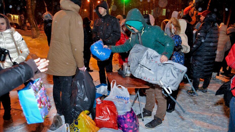 В Воронеже гости акции «Свитер для Высоцкого» принесли 36 пакетов вещей для бездомных