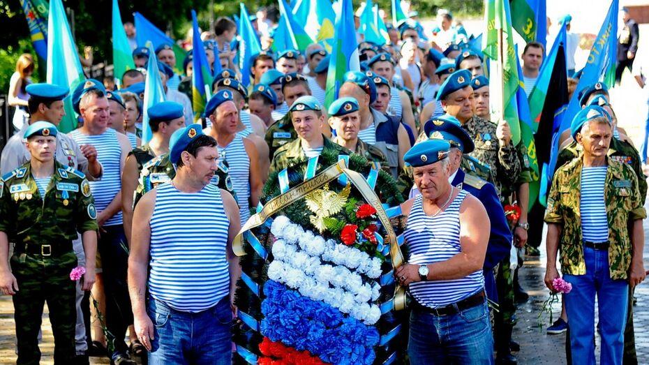 В Воронеже запретят парковку у парка Победы в день ВДВ