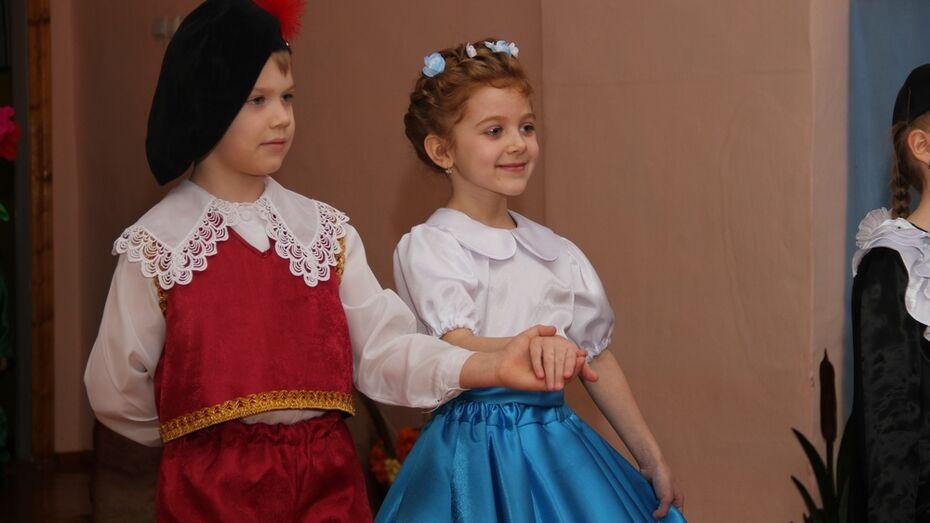 На подмостки театрального фестиваля в Анне вышли дошколята