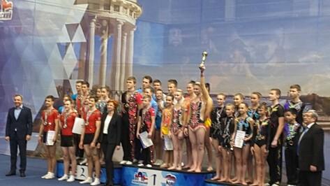 Юношеская сборная Воронежской области завоевала «золото» на соревнованиях ЦФО по акробатике