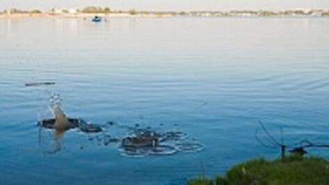 В Воронеже выпавший из лодки рыбак утонул на глазах друга