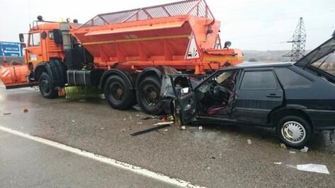 На трассе в Воронежской области столкнулись «КАМАЗ» и две легковушки