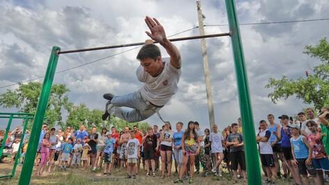 На фестивале «Спорт! Дружба! Боровое!» воронежцы отжимались на брусьях, играли в футбол и дрались без правил