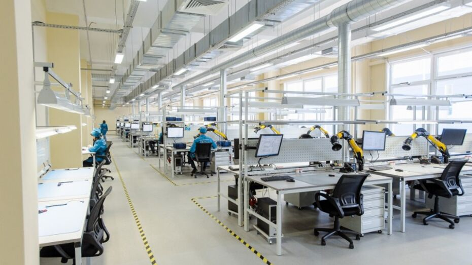 Главе Минпромторга РФ показали фабрику радиоэлектронной аппаратуры воронежского концерна