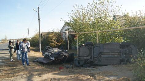 В Воробьевке водитель ВАЗ врезался в припаркованный на обочине Peugeot и погиб