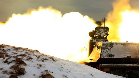 Танки и бронетранспортеры отбили атаку условного противника в Воронежской области