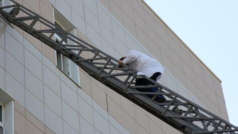 Спасатели эвакуировали персонал с 5 этажа воронежской областной больницы
