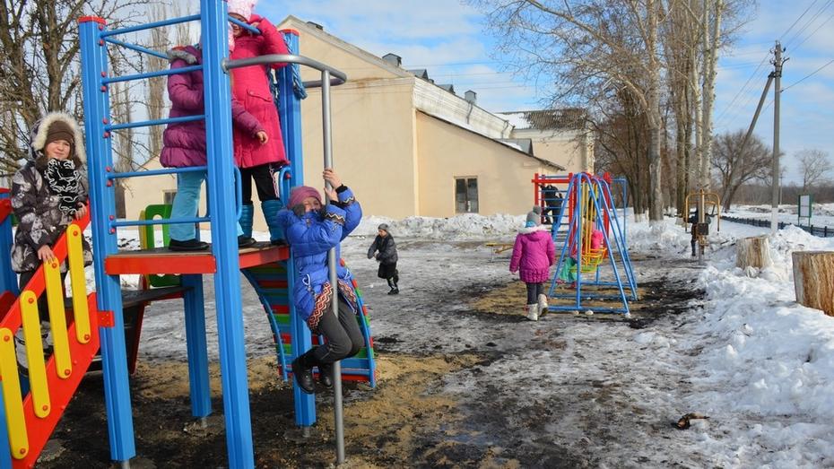 В селе Осетровка Верхнемамонского района появилась первая детская спортивно-игровая площадка