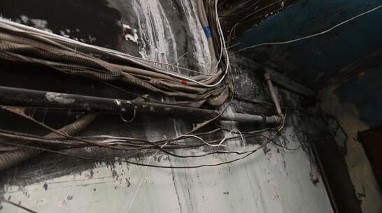 Слесаря ударило током во время ремонта электроустановки в Воронежской области