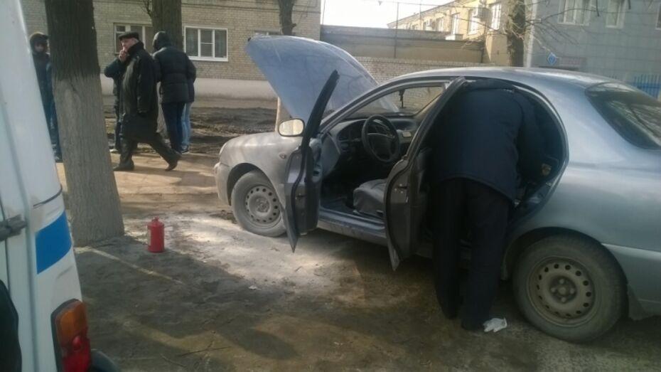 В Воронеже мужчина поджег иномарку бывшей любовницы