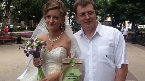 В Воронеже борцы с трансжирами бесплатно раздавали яблоки, орехи и оливковое масло