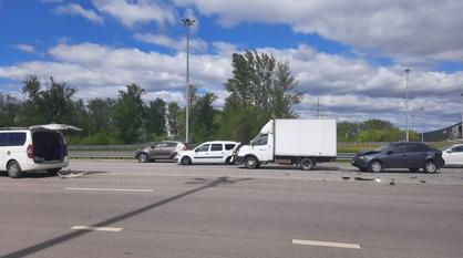 Массовая авария произошла перед развязкой на выезде из Воронежа