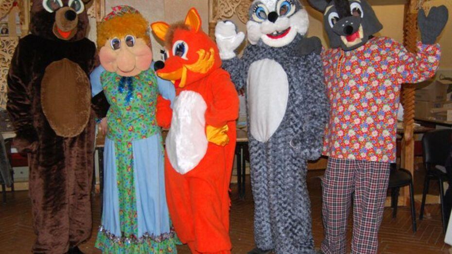 В Бутурлиновке научились делать кукол-великанов