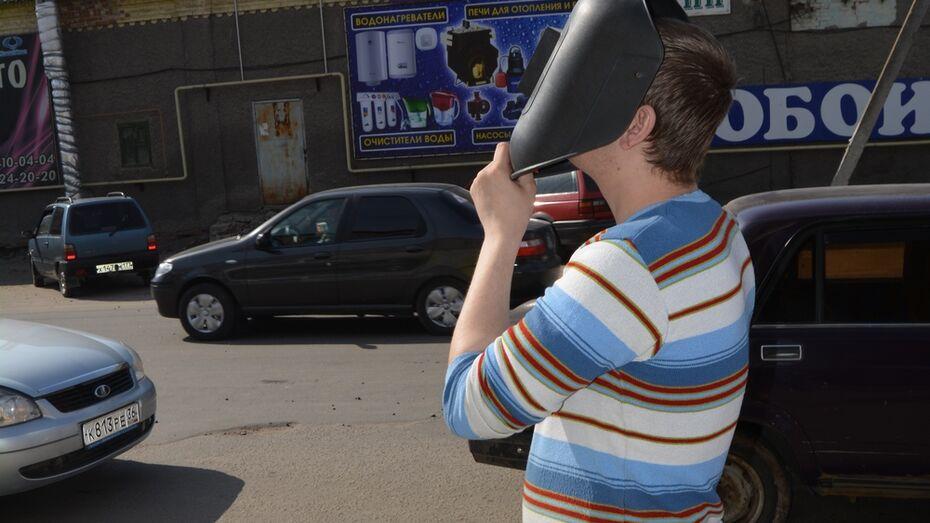 Россошанцы посмотрели на солнечное затмение через 3D очки и сварочную маску