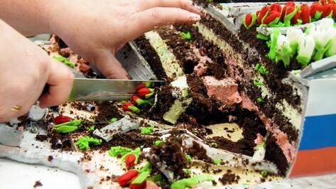 Резать жалко. Какие сладости показали на конкурсе «Лучший торт Воронежа»