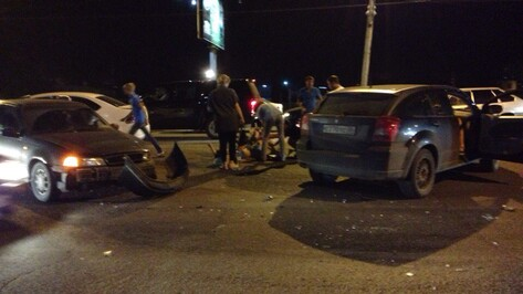 В Воронеже 3 человека пострадали при столкновении 3 иномарок