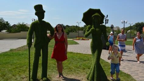 В Острогожском городском саду установили 4 топиарные фигуры