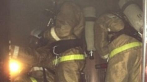 В Воронеже на Ленинском проспекте среди ночи пожарные спасли 58-летнего мужчину