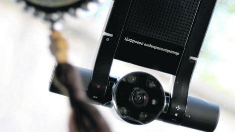 Воронежец, пытавшийся похитить видеорегистратор, отбивался от владельца автомобиля ножницами