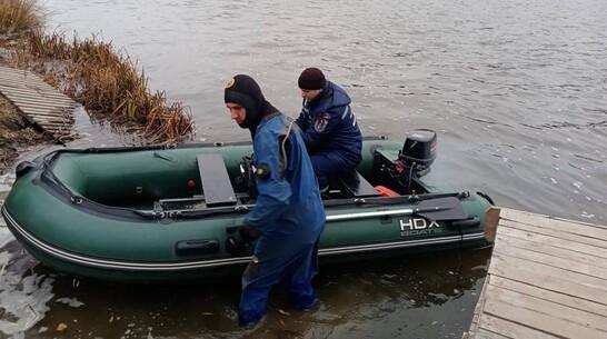 В Воронежской области ищут пропавшего рыбака, перевернувшегося на лодке