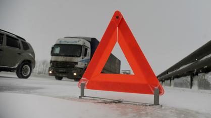 Иномарка загорелась после столкновения со столбом в Воронежской области: погиб водитель