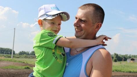 Таловчане собрали на лечение больного ребенка 180 тыс рублей