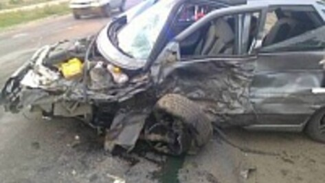 В Воронеже на Ростовской столкнулись Nissan и «ВАЗ»