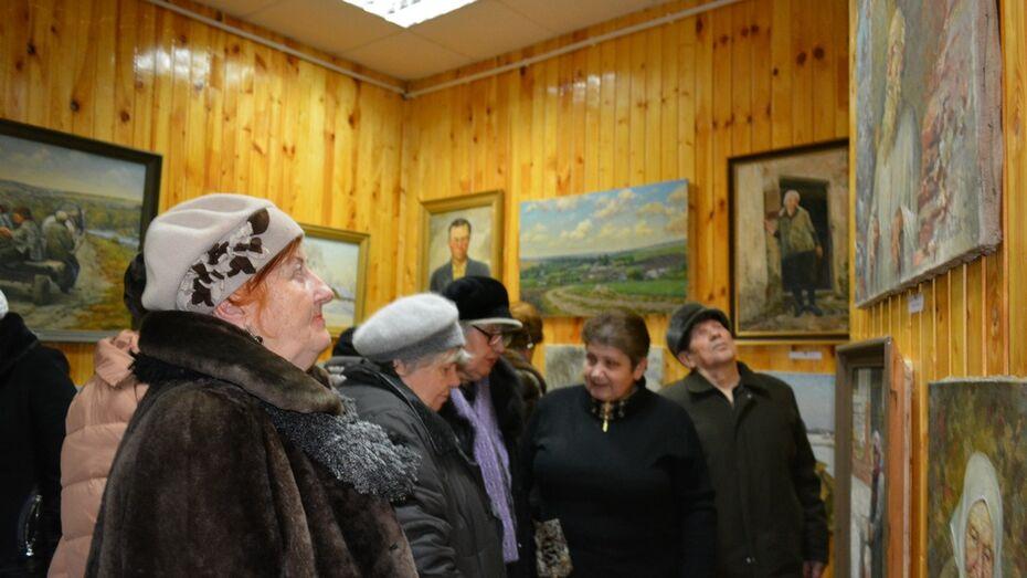 В Нижнедевицке прошла выставка местного художника