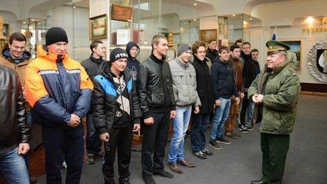 Острогожские призывники побывали на экскурсии в войсковой части