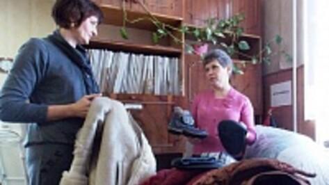 В Аннинском районе работает «народный банк вещей», в котором можно получить теплую одежду