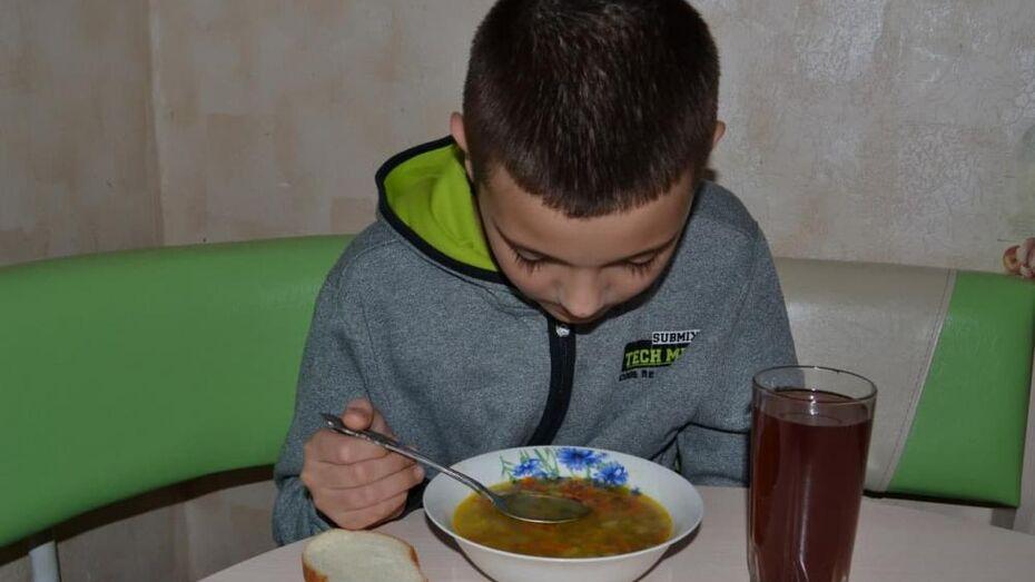 Школьные обеды, бездомная женщина и дистант в вузах: что обсуждают воронежцы в соцсетях
