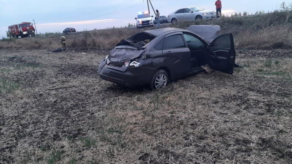 Водитель и пассажир «Лады Весты» погибли после вылета с дороги в Воронежской области
