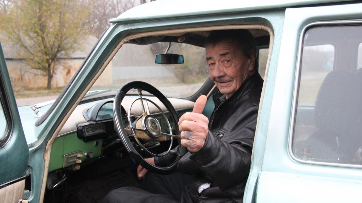 «Родные и надежные». Воронежский водитель с 55-летним стажем – об увлечении ретро-машинами